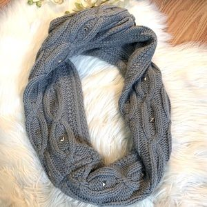 Steve Madden. Gray Pullover scarf